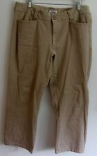 Lee's Comfort Fit Khaki Pants S 14P.  Two Buttons and Zip Closure.