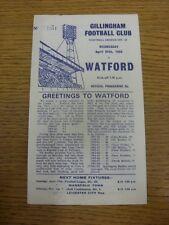 24/04/1968 Gillingham v Watford [bleu foncé imprimé, numérotés] (worn/mangé en haut/B