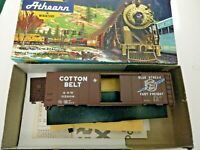 HO scale Bev-bel Athearn  Cotton Belt Blue Streak   Box car   ssw 34208  Kit