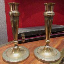 ancienne paire de bougeoirs laiton epoque LXVI 18 e flambeaux ciselé Candlestick