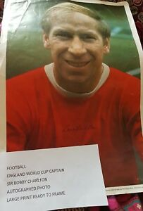 BOBBY CHARLTON MANCHESTER UNITED 1954-1973 ORIGINAL HAND SIGNED PICTURE CUTTING