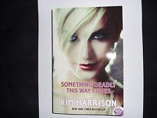 KIM HARRISON – Something Deadly This Way Comes (Madison Avery #3)