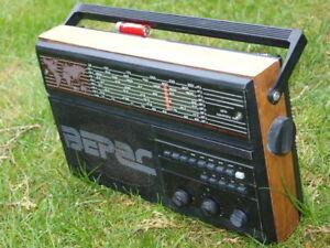 VINTAGE SOVIET USSR VERAS 225 RADIO 8 BAND 2AM/LW/UKW/5SW WORLD RECEIVER
