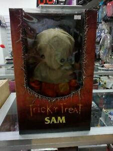 TRICK R' TREAT SAM BURST A BOX   MEZCO TOYS.COM  A -29800  0696198204209