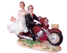 Couple de mariés sur une moto vers la droite figurine decor mariage