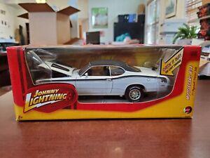 1971 Plymouth Duster 340 WHITE LIGHTNING CHASE 1:24 Johnny Lightning Die-Cast