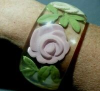 VINTAGE LUCITE WIDE REVERSE CARVED  PINK /WHITE/CLEAR DETAIL ROSE LEAVES BANGLE