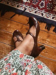 Vintage anthropologie t-bar t-strap brogue heels leather shoes size UK 8