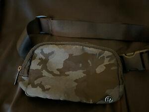 Lululemon Belt Bag Waistpack Fannypack HGXM Color Camo Black Gray Grey Greenish