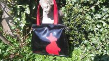 KANGOL Rojo/Negro Patente Bolso para el hombro, detalle de logotipo nuevo con etiquetas