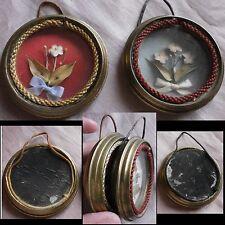 2 cadres XIXème miniatures en laiton - Fleurs en tissu et feuilles séchées
