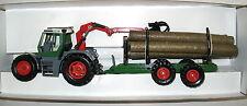 SIKU FARMER 4054 - FENDT XYLON Traktor mit Holzanhänger -  in OVP - 1:32