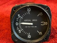 UNITED INSTRUMENTS VERTICAL SPEED INDICATOR P/N 7000 CESSNA P/N C661080-0101
