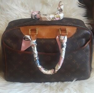 Authentic Louis Vuitton Monogram Deauville Hand Bag