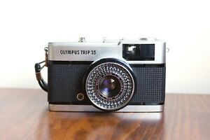 OLYMPUS TRIP 35,  35mm Point and Shoot   - Silver Shutter    * Good Condition *