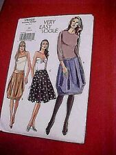 Yoke below waist Very Easy Vogue skirt pattern V8328, 3 views, Size  4-6-8