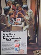 PUBLICITÉ ARTHUR MARTIN A TOUT ESSAYÉ IL RECOMMANDE SKIP POUR MACHINE A LAVER
