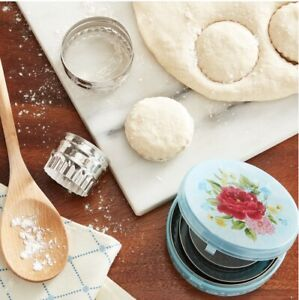 Pioneer Woman Sweet Rose 5 Piece Biscuit Cutters With Storage Container
