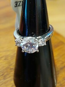 BRAND NEW STAINLESS STEEL  STUNNING ENGAGMENT STYLE 3 STONED RING SIZE I.5