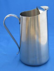 Oneida Pitcher with Ice Guard 18/8 Stainless 7 cups / 56 oz.