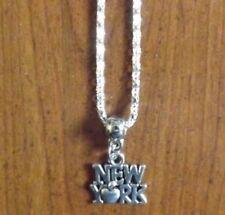 collier argenté 43 cm avec pendentif new york 14x15 mm