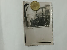 WW3 FOTO DI GRUPPO SOLDATI GENTE DEL PAESE DUBIACO FONTANA PUPPLICA 1940 9X6.