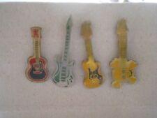 lot de 4 pins petite guitare (instruments de musique) /reglement par cheque