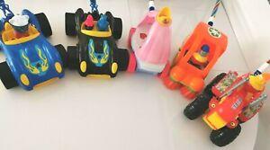 Knatterrad am Stab Nachziehspielzeug Schiebe Traktor Hero Car Kehrmaschine