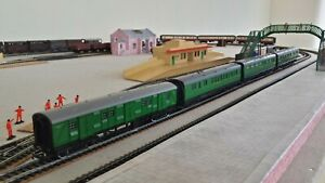 Rake of 4 x Hornby Southern Railways Coaches with Luggage Van - Special Offer