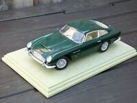 AutoArt Aston Martin DB5 1:18 1965 Racing Green Highly Detailed Toy Model Car