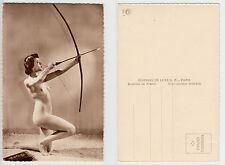 FKK Nackte Frau Akt Bogenschützin,Female Archer Girl Nude ,RPPC Foto um 1955