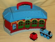 THOMAS TANK ROUND HOUSE TIDMOUTH SHEDS ENGINE COAL TENDER TRAIN TAKE PLAY ALONG.