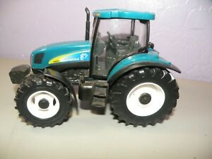 1/32 Scale New Holland T6070 Tractor Blue Diecast & Plastic ERTL