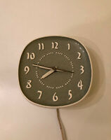 MCM Mint Atomic Vintage Russel Wright Ceramic Wall Clock Sweeping Second Hand