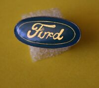 Pin's lapel pin pins Car Voiture Marque Logo FORD Epoxy base doré Vintage