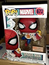 FUNKO POP! MARVEL : SPIDER MAN W/ PIZZA #672  EXCLUSIVE IN HAND W/PROTECTOR.