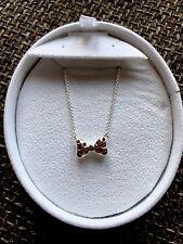 Nella casella Nuovo di Zecca Chamilia Disney Minnie Mouse Bow Bowtique Collana RRP £ 75