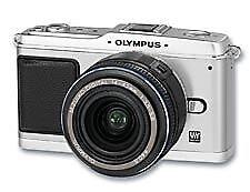 Olympus PEN E-P1 12.3MP Digitalkamera - Silber mit M.Zuiko Digital 14-42mm