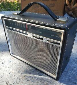 1965 HEATHKIT GR-24 PORTABLE SIX TRANSISTOR RADIO.