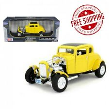 1932 Ford Coupe Hot Rod Yellow 1/18 Diecast Model Car by Motormax