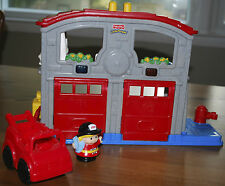 FISHER PRICE FIRE RESCUE / FIRE STATION W/ LIGHTS & SOUND, WITH ACCESSORIES, GUC
