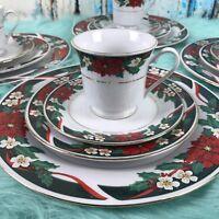 Holiday Plates Tienshan 16 piece, poinsettia pattern Christmas Serve 4