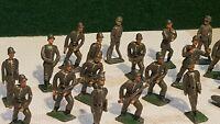 BRITAINS vintage,C.B.G AUTRES ? lot de 18 soldats de plomb allemand 1er guerre