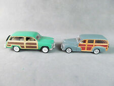 2 Diecast 1948/49 WOODY WAGONS Ford & Chevy 1:24