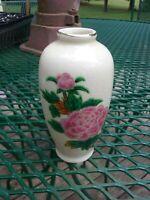 """Vintage HOMCO Pink Flower Porcelain Bud Vase w/ 22 Kt. Gold Trim Japan4"""" tall"""