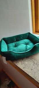New Beautiful Luxury Forest Green Velvet Cat or Small Dog Bed.