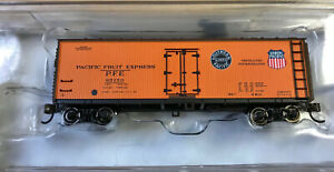 Bachmann #19852 N-scale 40-foot wood side reefer - Pacific Fruit Express 65150