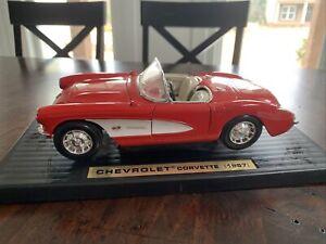 Road Signature 1957 Chevrolet Corvette 1:18 Scale Diecast Metal Car (1018)