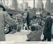 1958 Press Photo Actor James Cagney City Backdrop Movie Film Crew