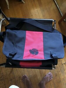 New Without Tag Timbuk2 Nylon Messenger Bag Black & Red